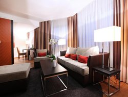 Frankfurt am Main hotels with swimming pool