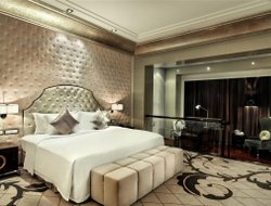 Hsin-chuang hotels with swimming pool