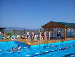Sakhyurta hotels with swimming pool