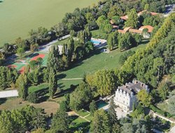 Greoux-les-Bains hotels with restaurants