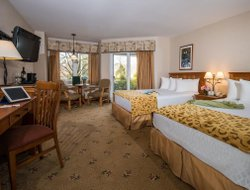 Ogunquit hotels with restaurants