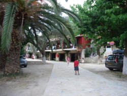 Mikros Gialos hotels with restaurants