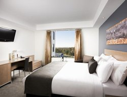 Tullamarine hotels with restaurants