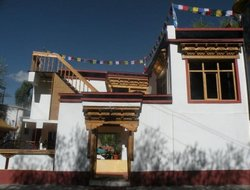 Leh hotels with restaurants
