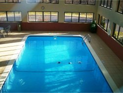 Effingham hotels with swimming pool