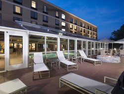 Lynchburg hotels with swimming pool