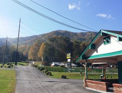 Maggie Valley hotels with swimming pool