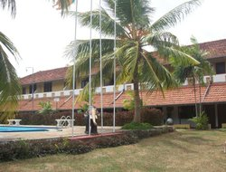 Waikkal hotels with swimming pool