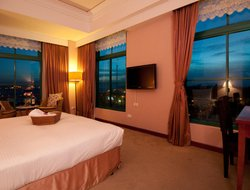 Danshui Township hotels with restaurants