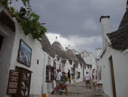Alberobello hotels with restaurants