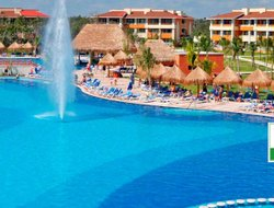 PUERTO AVENTURAS hotels for families with children