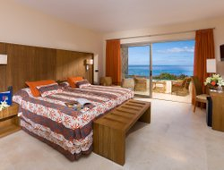 Top-3 romantic Amadores hotels