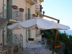 Sperlonga hotels with sea view
