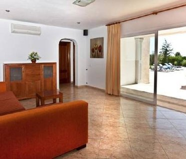 Four-Bedroom Villa in Sant Josep de Sa Talaia / San Jose with Garden