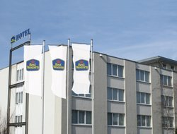 Ruesselsheim hotels with restaurants