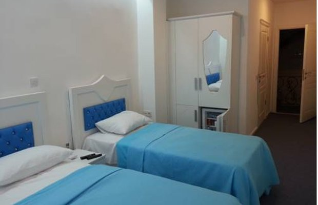 фото Lancelot Hotel 677278888