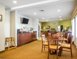 Grand Island hotels for families with children