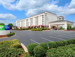 Simpsonville hotels with swimming pool