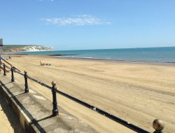 Sandown hotels with sea view