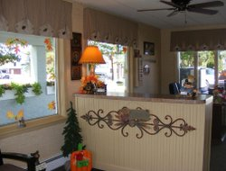 Mackinaw City hotels with swimming pool