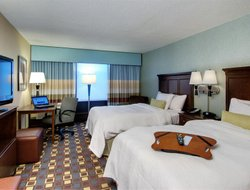 Elmsford hotels with swimming pool