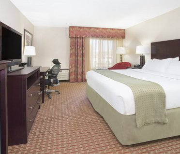 Holiday Inn Riverside Minot