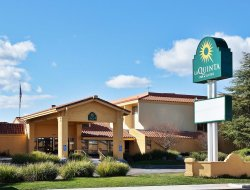 Redding hotels with restaurants