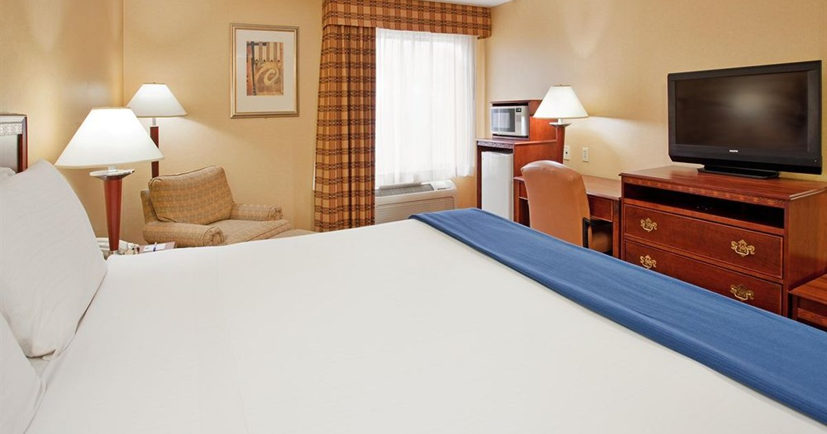 Holiday Inn Express Hotel & Suites Fenton/I-44
