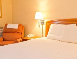 East Stroudsburg hotels with restaurants