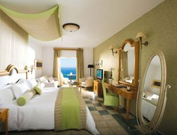 Top-4 romantic Elia hotels