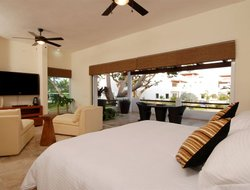 Cruz de Huanacaxtle hotels with restaurants