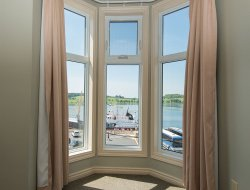 Lunenburg hotels with sea view