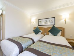 Business hotels in West Drayton