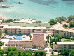 Cala Tarida hotels with restaurants