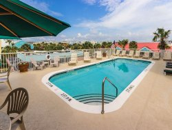 Isle of Palms hotels with swimming pool