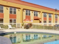 West Memphis hotels with swimming pool