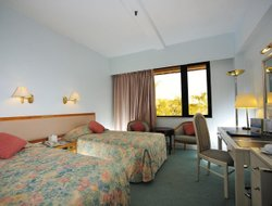 Lantau Island hotels with swimming pool
