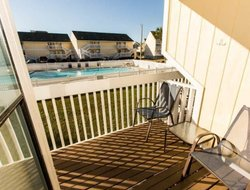 Destin hotels with swimming pool