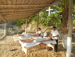 Bahia de Tangolunda hotels with restaurants