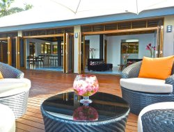 Tangangge hotels with restaurants