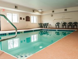 South Bend hotels with swimming pool