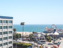 Top-10 hotels in the center of Santa Monica