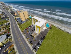 Daytona Beach Shores hotels with swimming pool