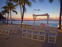 Key Largo Island hotels with swimming pool