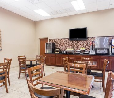 Days Inn and Suites Lakeland