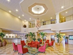 West Palm Beach hotels with restaurants