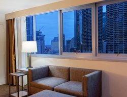 Chicago hotels with river view