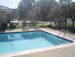 East Grand Rapids hotels with swimming pool