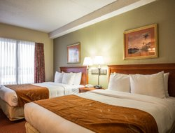 Huntersville hotels with swimming pool