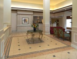 Upper Arlington hotels with restaurants